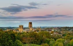 Catedral de Durham antes de la puesta del sol imagen de archivo