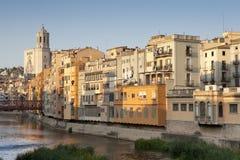 Catedral de Girona y sus casas coloridas II Imagenes de archivo