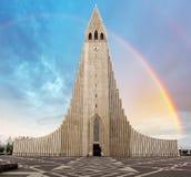 Catedral de Hallgrimskirkja em reykjavik Islândia imagens de stock
