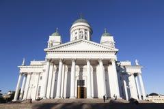 Catedral de Helsínquia com céu azul foto de stock