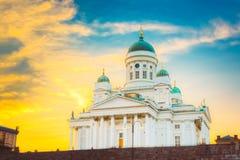 Catedral de Helsínquia, Helsínquia, Finlandia Noite do por do sol do verão imagens de stock
