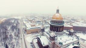A catedral de Isaac no tiro a?reo de St Petersburg filme