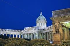 Catedral de Kazan em St Petersburg na noite fotos de stock royalty free