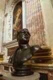 Catedral de Kazanskiy Busto escultural de Auguste Montferrand - arquitecto famoso, constructor de la catedral del ` s del St Isaa Foto de archivo