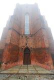 Catedral de Kwidzyn en niebla Imagen de archivo libre de regalías