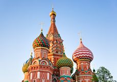 Catedral de la albahaca del santo en Moscú en la puesta del sol Foto de archivo libre de regalías