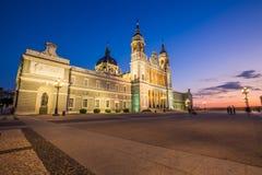 Catedral de la almudena de Madrid, Spanien Arkivfoton