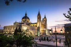 Catedral de la almudena de Madrid, Spanien Royaltyfri Bild