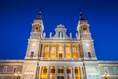 Catedral de la almudena de Madrid, Spanien Arkivfoto