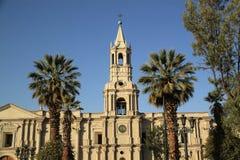 Catedral de la basílica de Arequipa en Plaza de Armas, Perú, Suramérica Foto de archivo