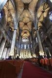 Catedral de la cruz y del santo santos Eulalia Barcelona, España imagenes de archivo