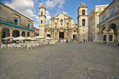 Catedral de La Habana, Plaza del Catedral, gammal havannacigarr, Kuba Royaltyfri Foto