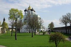 Catedral de la trinidad en Pskov, Rusia foto de archivo libre de regalías
