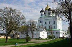 Catedral de la trinidad en Pskov, Rusia fotografía de archivo