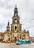 Catedral de la trinidad santa y una tranvía en Dresden Imágenes de archivo libres de regalías