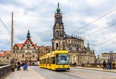 Catedral de la trinidad santa y una tranvía en Dresden Fotos de archivo