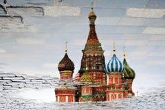 Catedral de las albahacas del santo en la Plaza Roja en Moscú fotografía de archivo