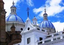 Catedral De Los angeles Inmaculada concepcià ³ n de Cuenca w centrum Cuenca, Ekwador zdjęcie stock