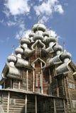 Catedral de madera de Pokrovsky en los 22dos consejos de administración centrales en la isla de Kizhi, Karelia foto de archivo libre de regalías