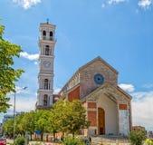 A catedral de Madre Teresa abençoada em Pristina foto de stock royalty free