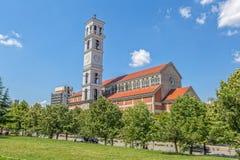 A catedral de Madre Teresa abençoada em Pristina fotografia de stock