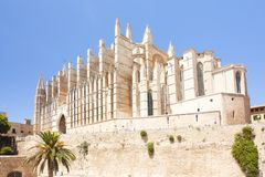 Catedral de Mallorca en el fondo del cielo, Palma de Mallorca, España 30 06 2017 Fotografía de archivo libre de regalías