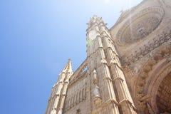 Catedral de Mallorca sul fondo del cielo, Palma de Mallorca, Spagna 30 06 2017 Fotografia Stock Libera da Diritti