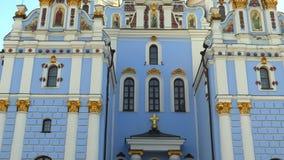Catedral de Michael Gilded Orthodox del santo en Kiev, Ucrania, vídeo de la cantidad 4k almacen de metraje de vídeo