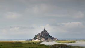 Catedral de Miguel del santo de Mont en Francia almacen de video