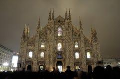 Catedral de Milano iluminada del interior Fotos de archivo
