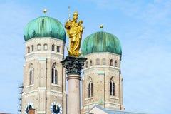 Catedral de nossa cara senhora, o Frauenkirche na cidade de Munich, Ger Fotografia de Stock Royalty Free