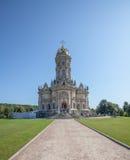 Catedral de nossa senhora Sign em uma vila imagens de stock royalty free
