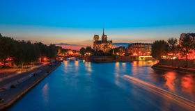 Catedral de Notre Dame de Paris no por do sol Imagem de Stock Royalty Free