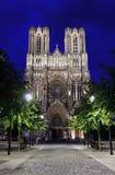 Catedral de Notre Dame en la noche, Reims Imagen de archivo libre de regalías