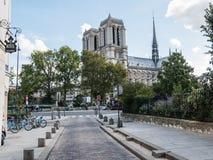 Catedral de Notre Dame por la mañana vista de enfrente del Sena Foto de archivo libre de regalías