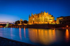 Catedral de Palma de Mallorca, España en la puesta del sol Fotografía de archivo