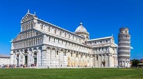Catedral de Pisa e torre inclinada imagem de stock royalty free