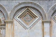 Catedral de Pisa, mosaico decorativo en la fachada, Piazza del Duomo, Pisa, Italia imagen de archivo