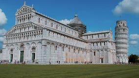 Catedral de Pisa y torre inclinada en el cuadrado del Duomo metrajes