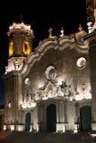Catedral de Potosi por noche imagenes de archivo