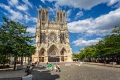 Catedral de Reims contra un cielo dramático fotografía de archivo libre de regalías