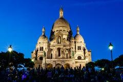 Catedral de Sacre Coeur no monte no crepúsculo, Paris de Montmartre Imagem de Stock