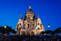 Catedral de Sacre Coeur no monte no crepúsculo, Paris de Montmartre Foto de Stock