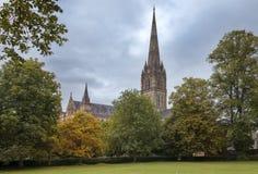 Catedral de Salisbúria, catedral anglicana em Salisbúria, Inglaterra foto de stock