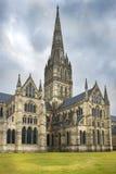 Catedral de Salisbúria, catedral anglicana em Salisbúria, Inglaterra imagens de stock