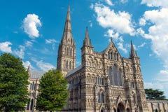 A catedral de Salisbúria em Inglaterra fotografia de stock