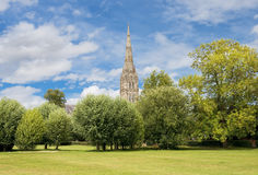 Catedral de Salisbúria em Inglaterra fotografia de stock