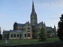 Catedral de Salisbúria na noite Inglaterra fotos de stock royalty free
