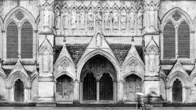 A catedral de Salisbúria para o oeste fronteia imagem de stock royalty free
