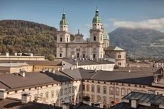 Catedral de Salzburg, Dom de Salzburger, en Domplatz, tierra de Salzburg, Austria Foto de archivo libre de regalías